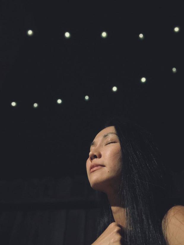 Không thể về chịu tang, Kim Hiền xúc động vì chồng cũ thay mặt để lo chu toàn và đưa tiễn mẹ ruột về nơi an nghỉ cuối cùng-1