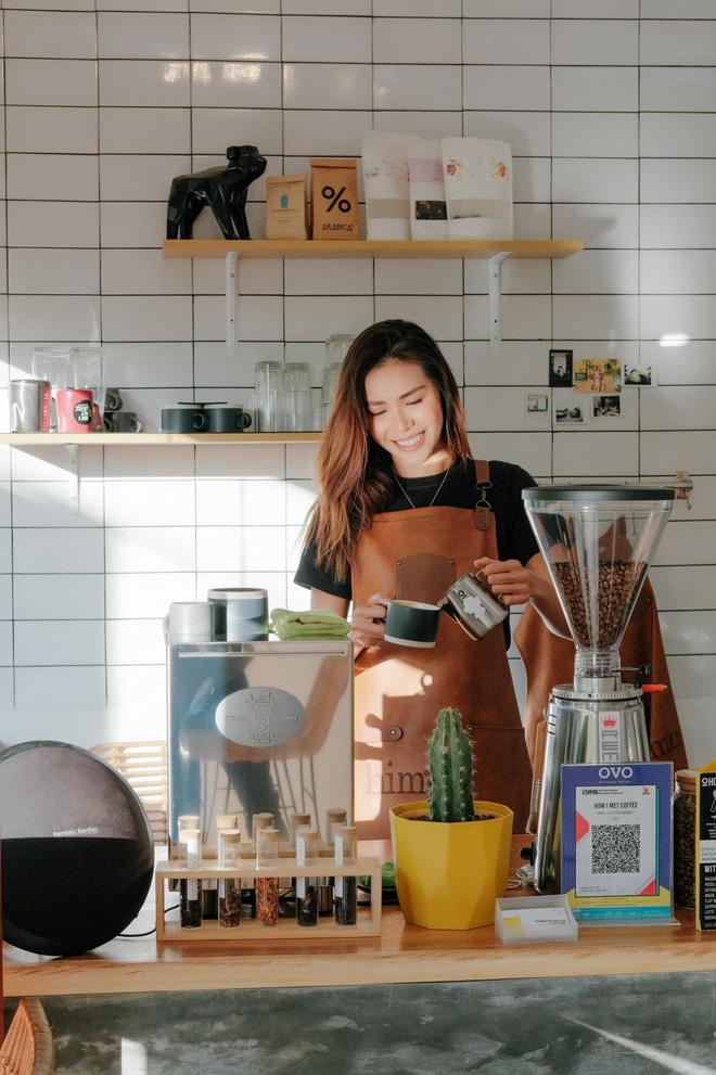 Minh Tú từ chuyến công tác 4 ngày hóa 6 tháng mắc kẹt tại Bali: Chỉ uống cafe gói, không dám nhận hỗ trợ từ fan quốc tế-10