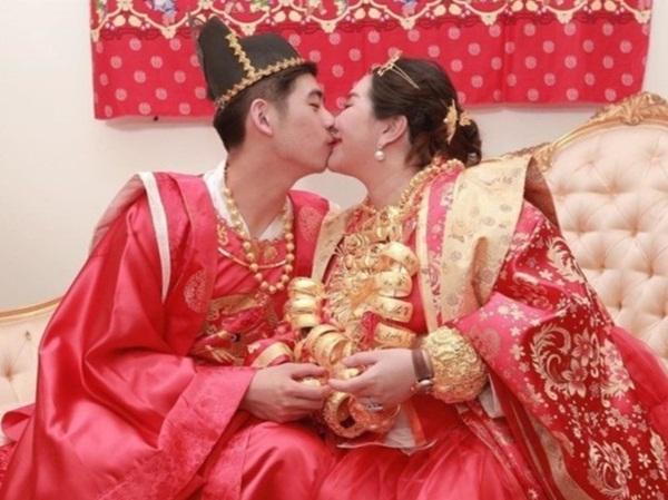 Hôn nhân trái ngược của con gái 3 tỷ phú giàu nhất châu Á-2