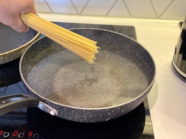 Chàng trai Việt chỉ cách làm mì sốt cua ngon như nhà hàng-2