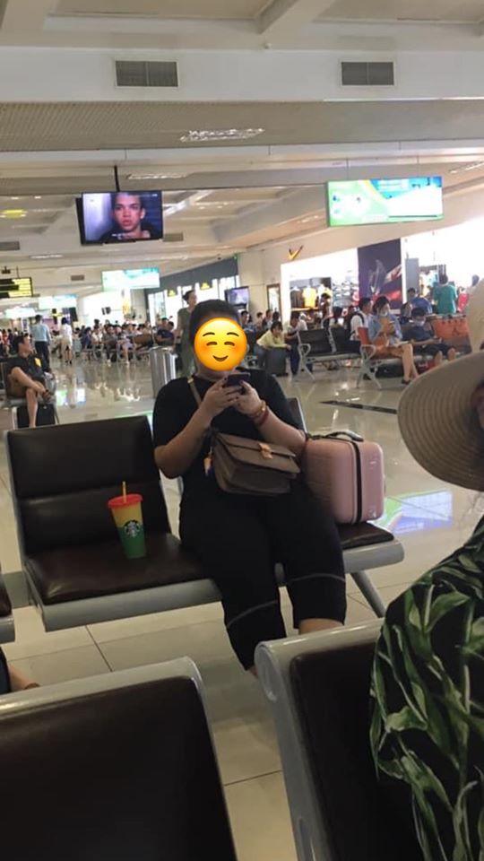 Xin ngồi kế bên trong phòng chờ sân bay, cô gái khước từ chỉ vì chỗ bên cạnh còn để cốc nước, nhưng câu nói thiếu văn hóa sau đó mới là điều khiến nhiều người bức xúc-1