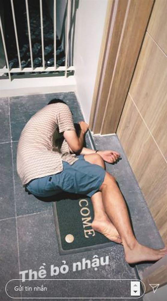 Quang Vinh say xỉn đến bất tỉnh trước cửa khách sạn, hình tượng Hoàng tử sơn ca nay còn đâu-1