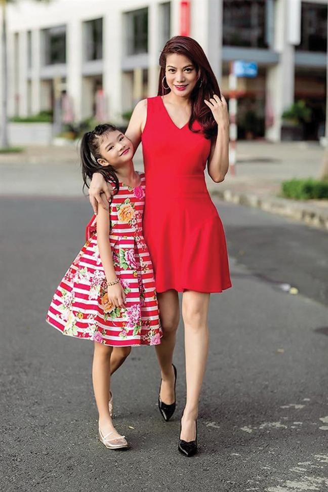 12 tuổi, con gái Trương Ngọc Ánh đã sở hữu đôi chân thon dài như siêu mẫu-3