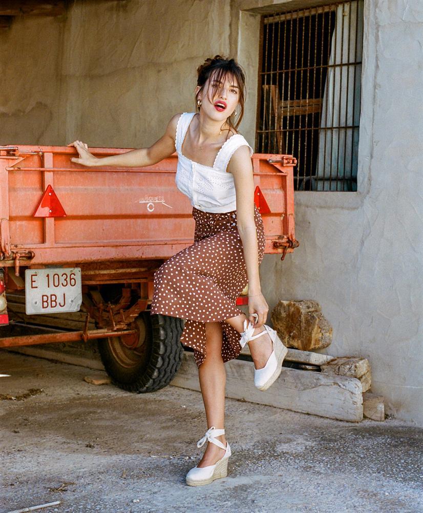 4 mẫu chân váy xinh như mộng được phụ nữ Pháp si mê từ năm này qua tháng khác, bạn sắm theo là style đã lên đời rồi-1
