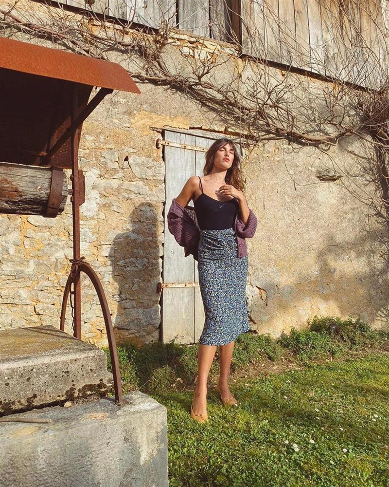 4 mẫu chân váy xinh như mộng được phụ nữ Pháp si mê từ năm này qua tháng khác, bạn sắm theo là style đã lên đời rồi-10