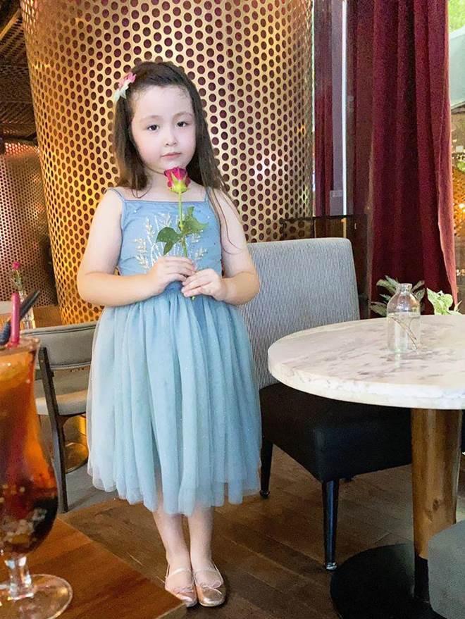 Lâu lắm Elly Trần mới khoe hình con gái, Cadie Mộc Trà giờ đã điệu như nàng thơ-3