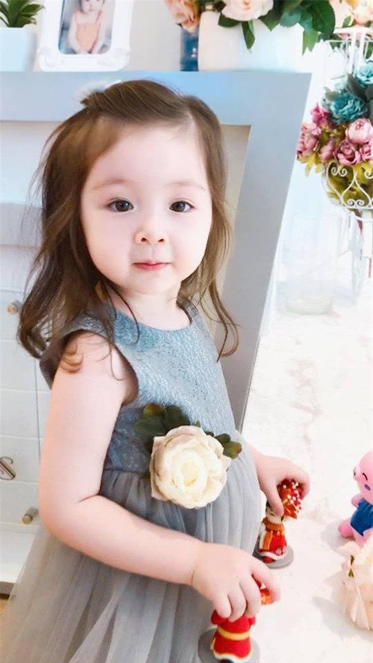 Lâu lắm Elly Trần mới khoe hình con gái, Cadie Mộc Trà giờ đã điệu như nàng thơ-16