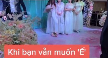 Tình huống tréo ngoe xảy ra ngay trong lễ cưới khiến cô dâu chú rể ngơ ngác còn hội bạn bè thì ngao ngán quay đi-2