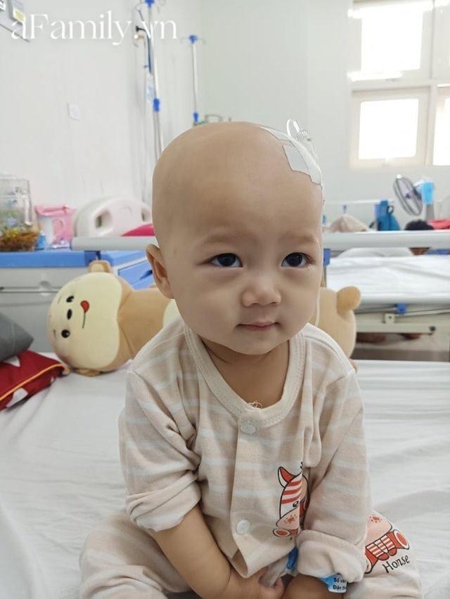 Xót xa bé trai 14 tháng tuổi liền lúc mắc 2 bệnh ung thư, nhìn con cười mà bố mẹ không cầm được nước mắt-2