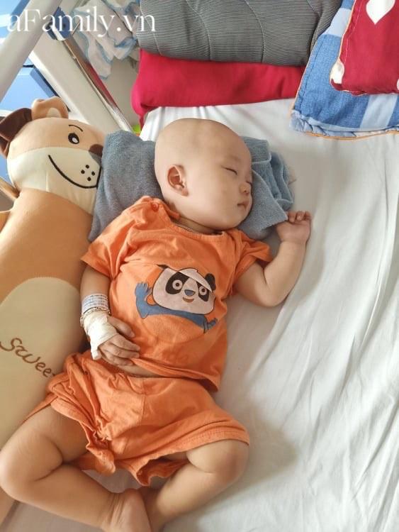 Xót xa bé trai 14 tháng tuổi liền lúc mắc 2 bệnh ung thư, nhìn con cười mà bố mẹ không cầm được nước mắt-4