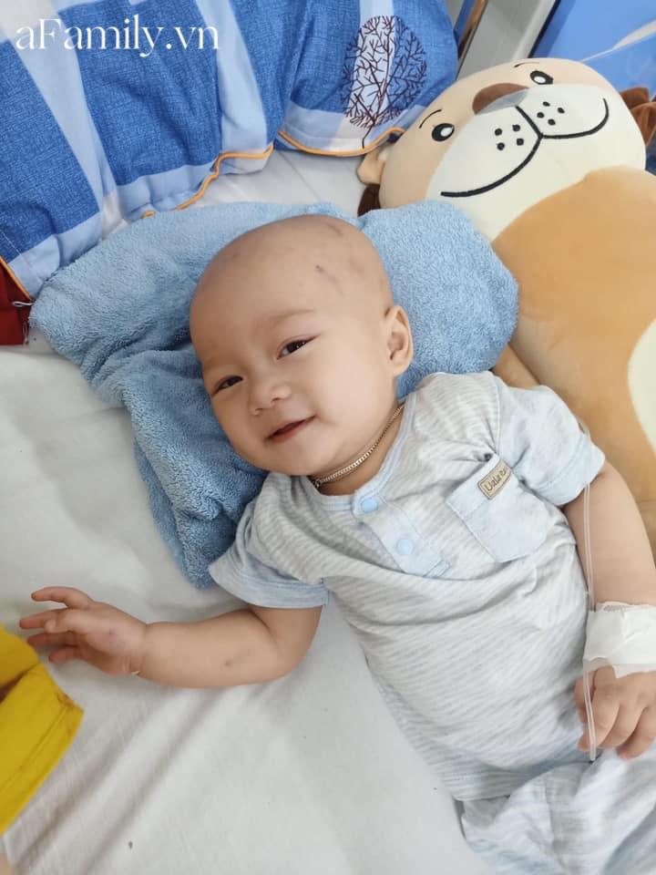 Xót xa bé trai 14 tháng tuổi liền lúc mắc 2 bệnh ung thư, nhìn con cười mà bố mẹ không cầm được nước mắt-5