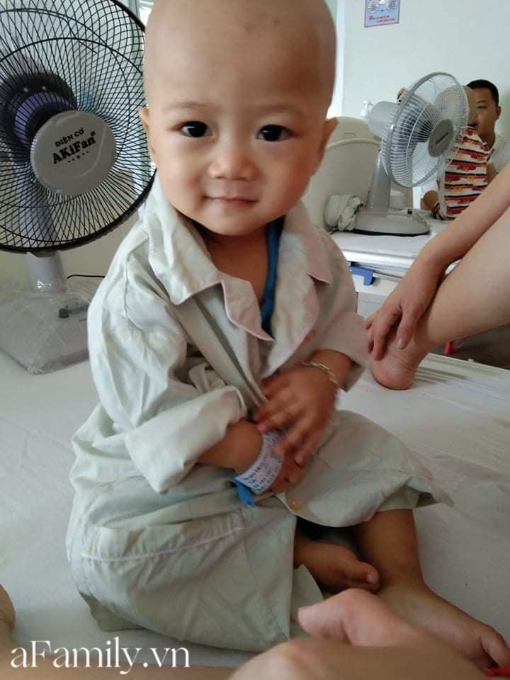Xót xa bé trai 14 tháng tuổi liền lúc mắc 2 bệnh ung thư, nhìn con cười mà bố mẹ không cầm được nước mắt-6