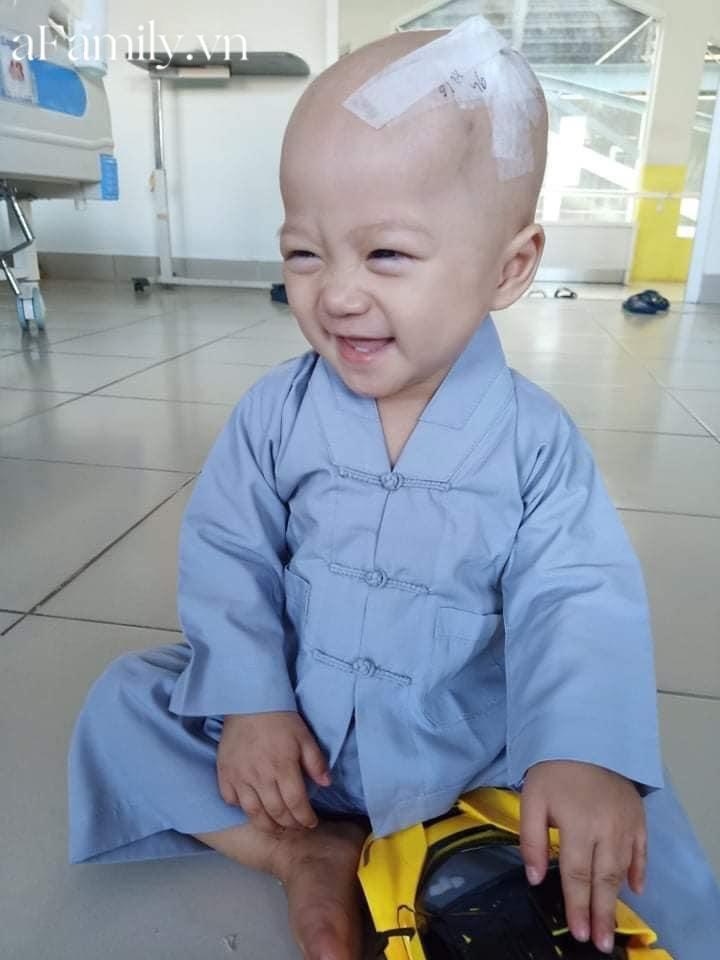 Xót xa bé trai 14 tháng tuổi liền lúc mắc 2 bệnh ung thư, nhìn con cười mà bố mẹ không cầm được nước mắt-7