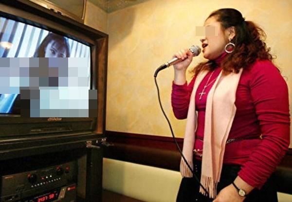 Người phụ nữ 50 tuổi bị vỡ mạch máu não, nhập viện cấp cứu chỉ vì gắng sức hát karaoke quá cao-1