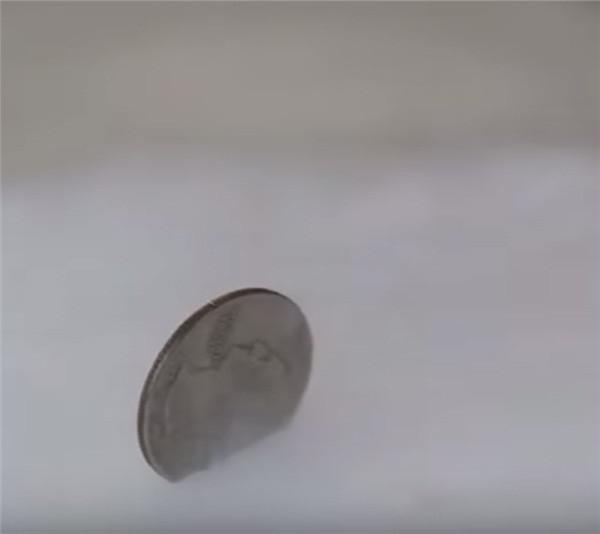 Đặt 1 đồng xu vào tủ lạnh trước khi vắng nhà vài ngày, tưởng kỳ cục nhưng khi biết lý do thì ai cũng phải học theo-3
