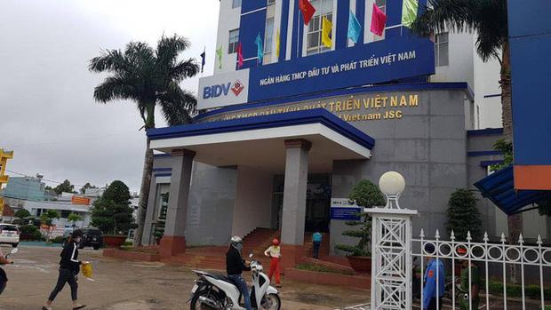 Vụ nữ nhân viên ngân hàng vỡ nợ 200 tỷ đồng ở Gia Lai: Từng gọi điện cho nhiều hàng xóm, đại lí để mượn tiền vì đáo hạn ngân hàng-2