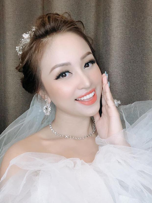 Rộ nghi vấn MC Vân Hugo đang mang thai với chồng sắp cưới, soi vòng 2 dạo gần đây là rõ-5