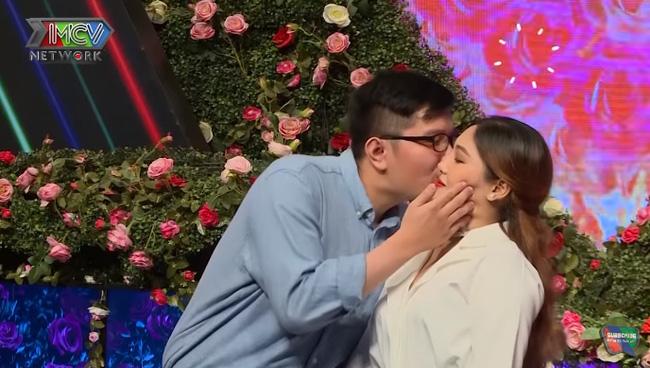 Bạn muốn hẹn hò: Nữ chính mới 21 tuổi đã cặp kè hàng tá mối tình, Hồng Vân thẳng thừng hỏi chuyện trinh tiết-7