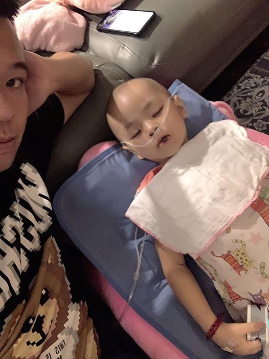 Hành trình cùng con chống chọi với ung thư của ông bố trẻ khiến bao người bật khóc-3