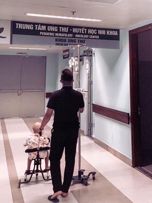 Hành trình cùng con chống chọi với ung thư của ông bố trẻ khiến bao người bật khóc-17