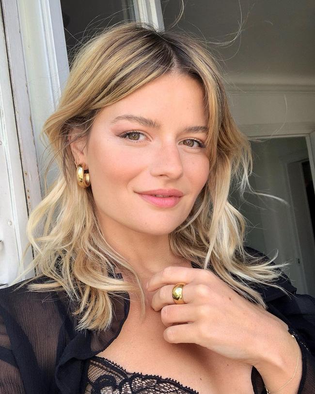 Phụ nữ Pháp thực hiện 5 điều này vào mùa hè để da không thể sạm đi, trái lại còn ngày một căng sáng lấp lánh-1