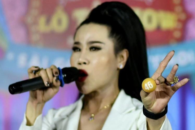 Quay số lô tô - cách hòa nhập của cộng đồng LGBT ở Việt Nam-1