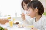 Mẹ trẻ giật mình khi phát hiện bất thường trong miệng con chỉ vì thói quen ăn uống này. Cần sửa ngay trước khi quá muộn!