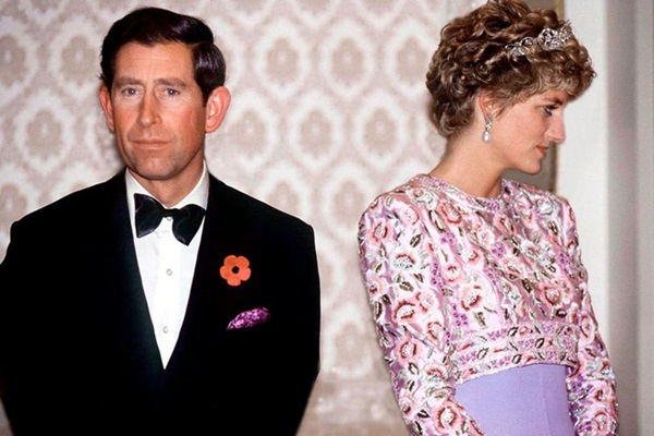 Sự thật về bức ảnh phơi bày cho toàn thế giới biết cuộc hôn nhân đã chết của Công nương Diana: Gần ngay trước mắt mà xa tận chân trời-1