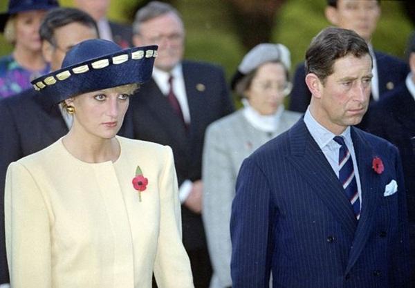 Sự thật về bức ảnh phơi bày cho toàn thế giới biết cuộc hôn nhân đã chết của Công nương Diana: Gần ngay trước mắt mà xa tận chân trời-2