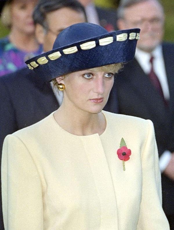 Sự thật về bức ảnh phơi bày cho toàn thế giới biết cuộc hôn nhân đã chết của Công nương Diana: Gần ngay trước mắt mà xa tận chân trời-3