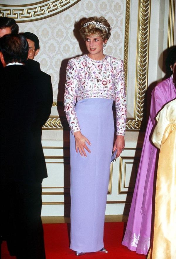 Sự thật về bức ảnh phơi bày cho toàn thế giới biết cuộc hôn nhân đã chết của Công nương Diana: Gần ngay trước mắt mà xa tận chân trời-4