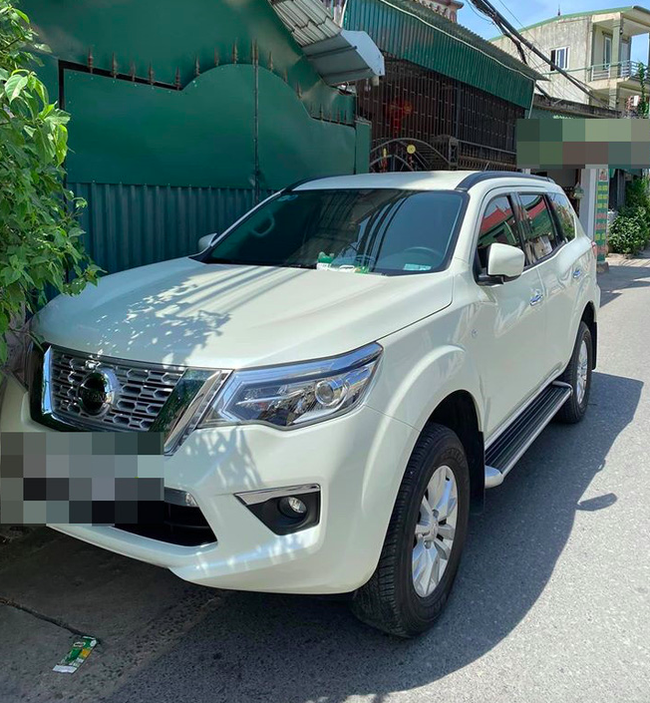 Đỗ ô tô chắn cửa nhà người khác, khi quay lại chủ xe nhận được mảnh giấy với nội dung đọc mà xấu hổ thay-1