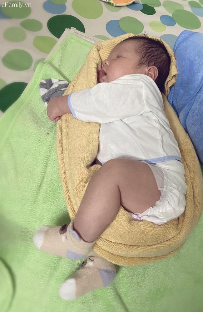 Khoe ảnh con ngủ, mẹ trẻ khiến cả loạt mẹ bỉm sữa rào rào nhận Đúng con mình đây rồi! vì 1 điểm quá giống-5