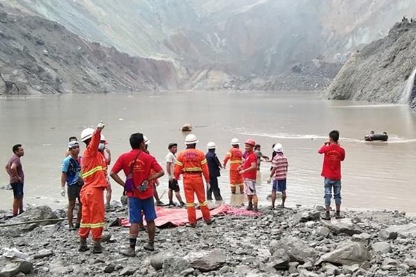 Sập mỏ ngọc bích ở Myanmar, 113 người chết-1