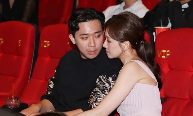 """Tranh cãi nảy lửa Trấn Thành - Hari Won hôn nhau ở rạp phim, netizen gay gắt: Thiếu gì chỗ, đâu phải chỉ có 2 người ở đó?""""-3"""