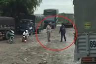 Hai tài xế lao vào đánh nhau sau va chạm xe máy