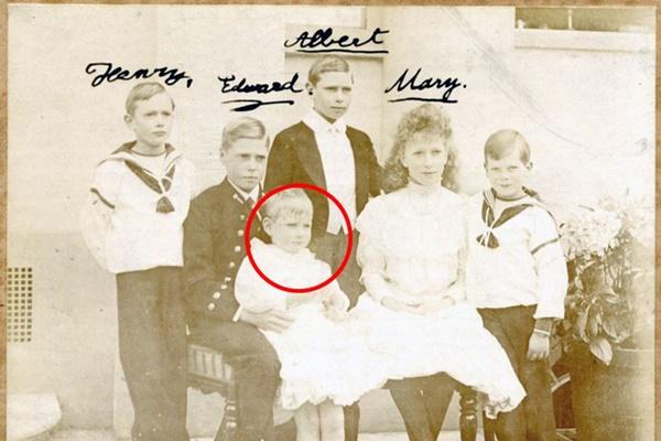 Vén màn bí mật về Hoàng tử mất tích của nước Anh: Chỉ hiện diện đến năm 4 tuổi rồi biến mất không dấu vết, cậu bé có thực sự tồn tại?-1