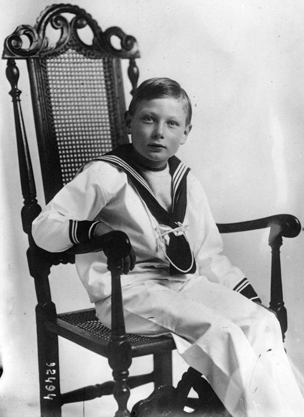 Vén màn bí mật về Hoàng tử mất tích của nước Anh: Chỉ hiện diện đến năm 4 tuổi rồi biến mất không dấu vết, cậu bé có thực sự tồn tại?-4