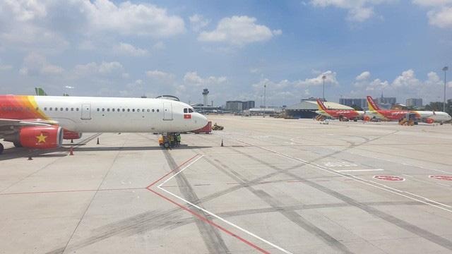 Nữ hành khách ném điện thoại vào tiếp viên hàng không bị cấm bay-2