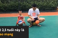 Cậu bé 2,5 tuổi nổi tiếng nhờ tài chơi bóng rổ