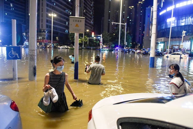 Những hình ảnh đáng sợ về cơn đại hồng thủy ở miền Nam Trung Quốc gây ra bởi những cơn mưa dai dẳng kéo dài hơn 30 ngày-3