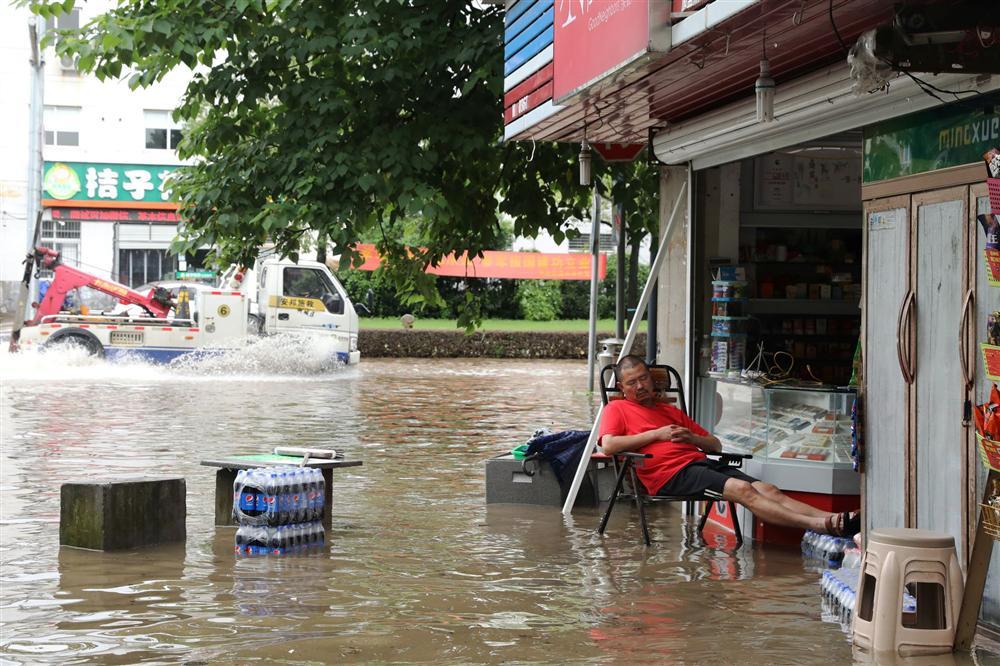 Những hình ảnh đáng sợ về cơn đại hồng thủy ở miền Nam Trung Quốc gây ra bởi những cơn mưa dai dẳng kéo dài hơn 30 ngày-10