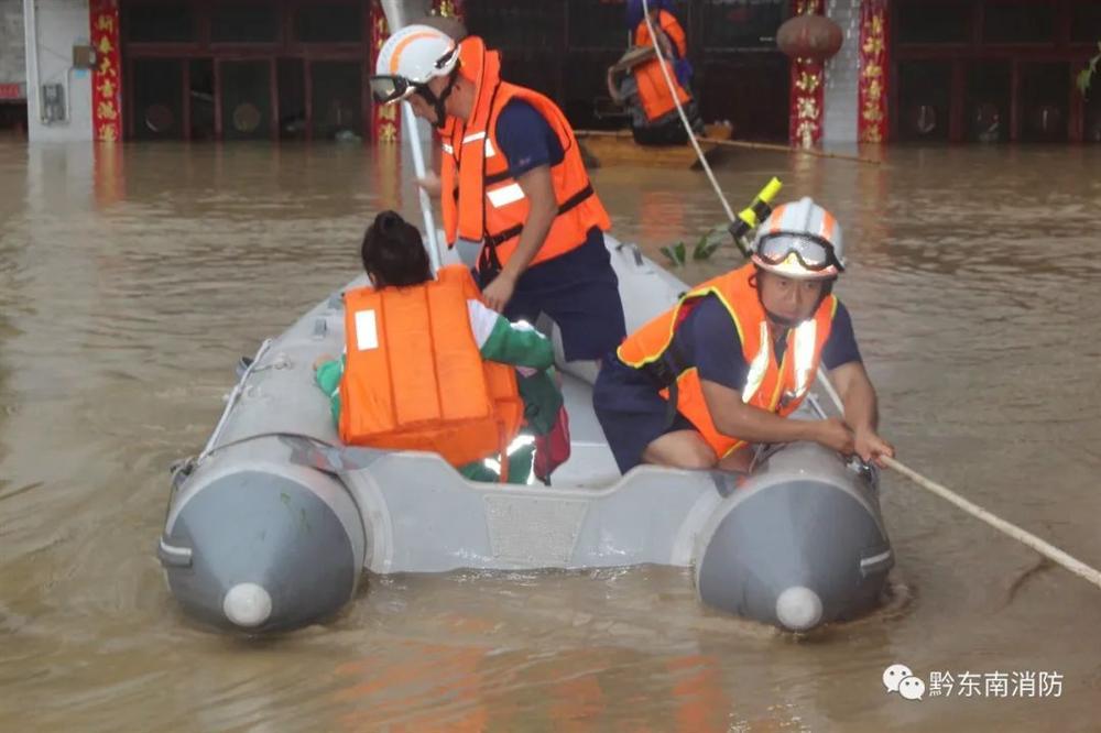 Những hình ảnh đáng sợ về cơn đại hồng thủy ở miền Nam Trung Quốc gây ra bởi những cơn mưa dai dẳng kéo dài hơn 30 ngày-13