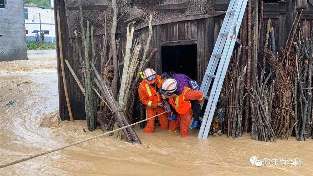 Những hình ảnh đáng sợ về cơn đại hồng thủy ở miền Nam Trung Quốc gây ra bởi những cơn mưa dai dẳng kéo dài hơn 30 ngày-14