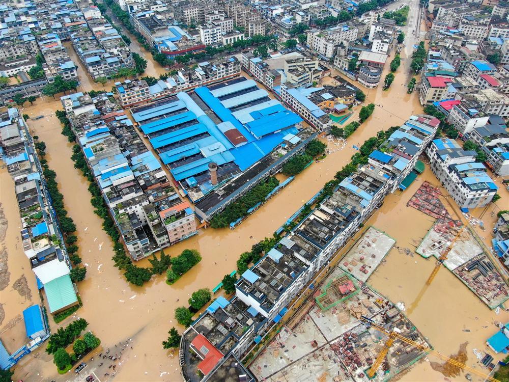Những hình ảnh đáng sợ về cơn đại hồng thủy ở miền Nam Trung Quốc gây ra bởi những cơn mưa dai dẳng kéo dài hơn 30 ngày-16