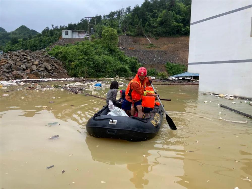Những hình ảnh đáng sợ về cơn đại hồng thủy ở miền Nam Trung Quốc gây ra bởi những cơn mưa dai dẳng kéo dài hơn 30 ngày-18