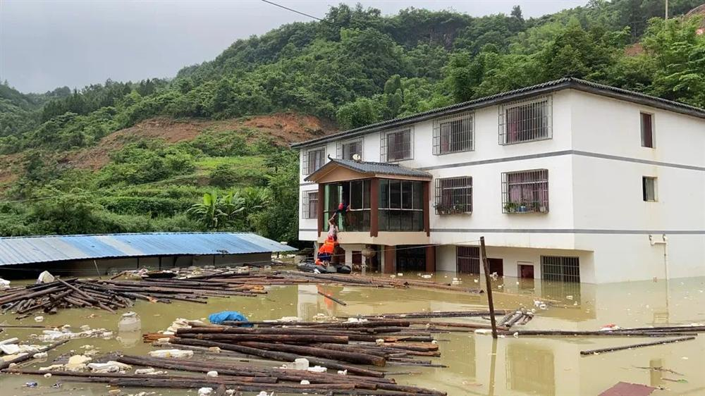 Những hình ảnh đáng sợ về cơn đại hồng thủy ở miền Nam Trung Quốc gây ra bởi những cơn mưa dai dẳng kéo dài hơn 30 ngày-20