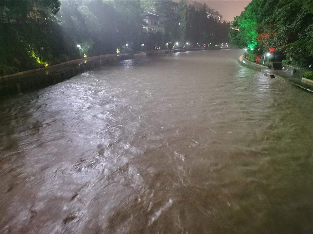 Những hình ảnh đáng sợ về cơn đại hồng thủy ở miền Nam Trung Quốc gây ra bởi những cơn mưa dai dẳng kéo dài hơn 30 ngày-21