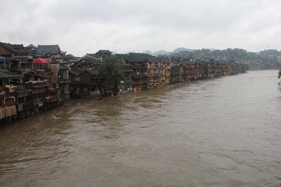 Những hình ảnh đáng sợ về cơn đại hồng thủy ở miền Nam Trung Quốc gây ra bởi những cơn mưa dai dẳng kéo dài hơn 30 ngày-6