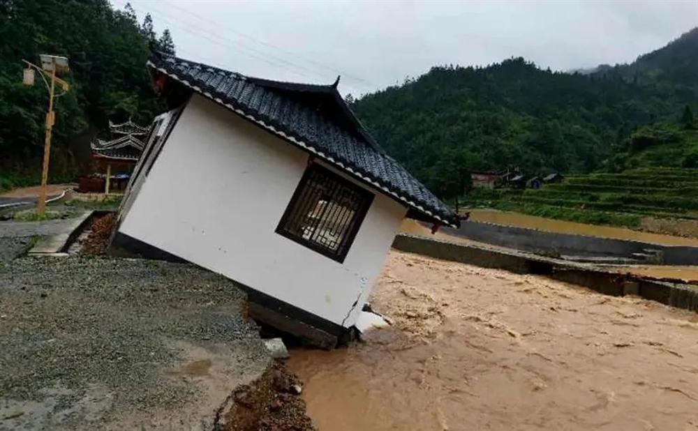Những hình ảnh đáng sợ về cơn đại hồng thủy ở miền Nam Trung Quốc gây ra bởi những cơn mưa dai dẳng kéo dài hơn 30 ngày-25
